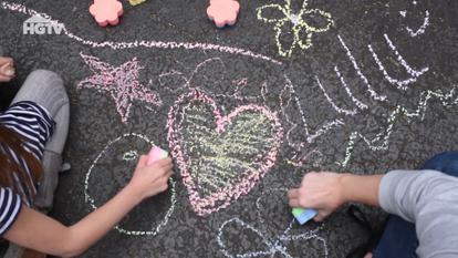 266827 - HGTV DIY Chalk Flowers - 266845
